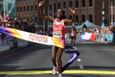 Η Rose Chelimo από το Μπαχρέιν παγκόσμια πρωταθλήτρια στον Μαραθώνιο Γυναικών