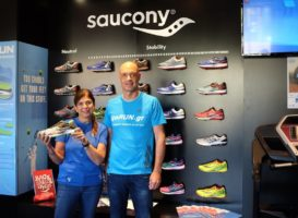 Κλήρωση παπουτσιού Saucony Ride 10 για τους αθλητές του 3ου Αγώνα Ιστορικής Μνήμης Νέας Σμύρνης