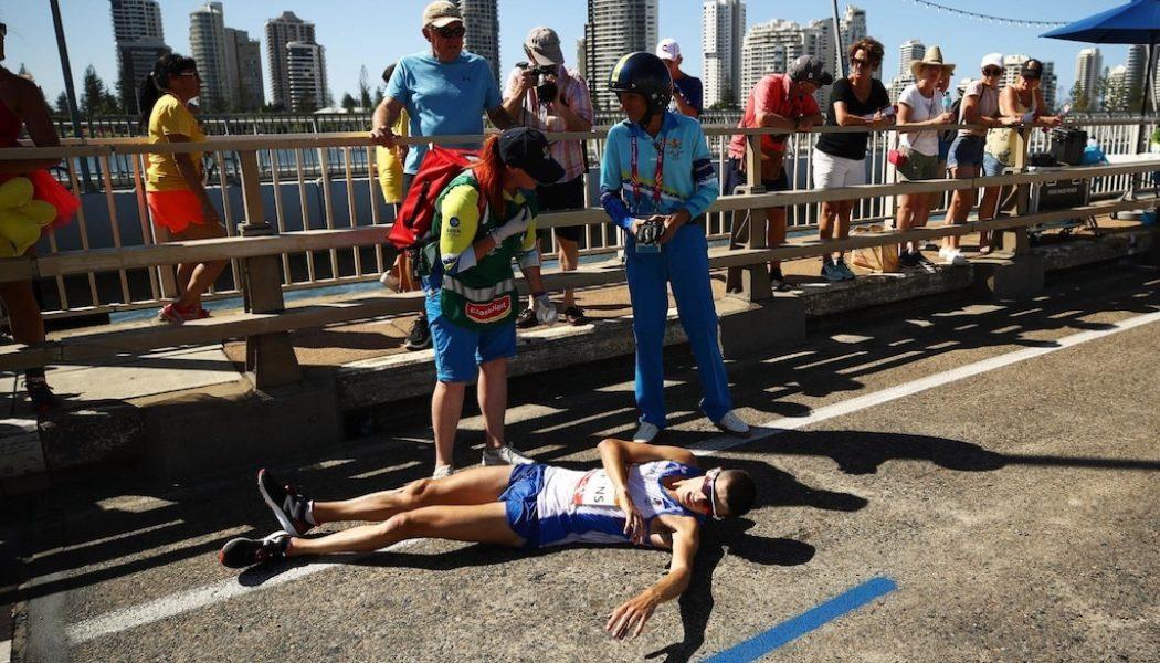 Ο Callum Hawkins καταρρέει από την υπερπροσπάθεια και την ζέστη στον Commonwealth marathon