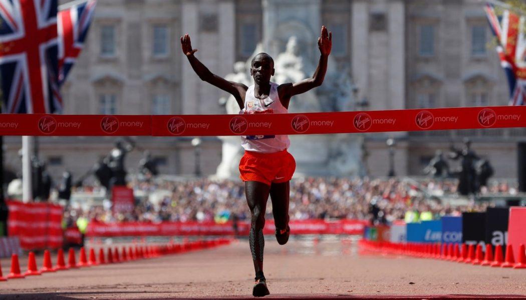 Νικητές οι Kipchoge – Cheruiyot στον London Marathon. Ο καιρός χάλασε τα σχέδια για WR.